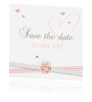 Romantische save the date kaart met hartjes