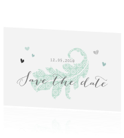 Kaart save the date met romantische hartjes