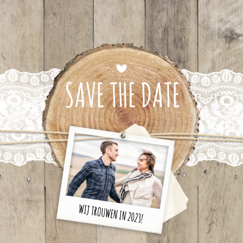 Vintage Save the Date kaart met hout en kant