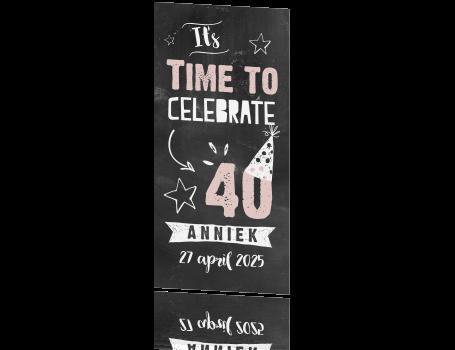 Uitzonderlijk Uitnodiging veertig jaar met vrolijke illustraties op krijtbord UN71